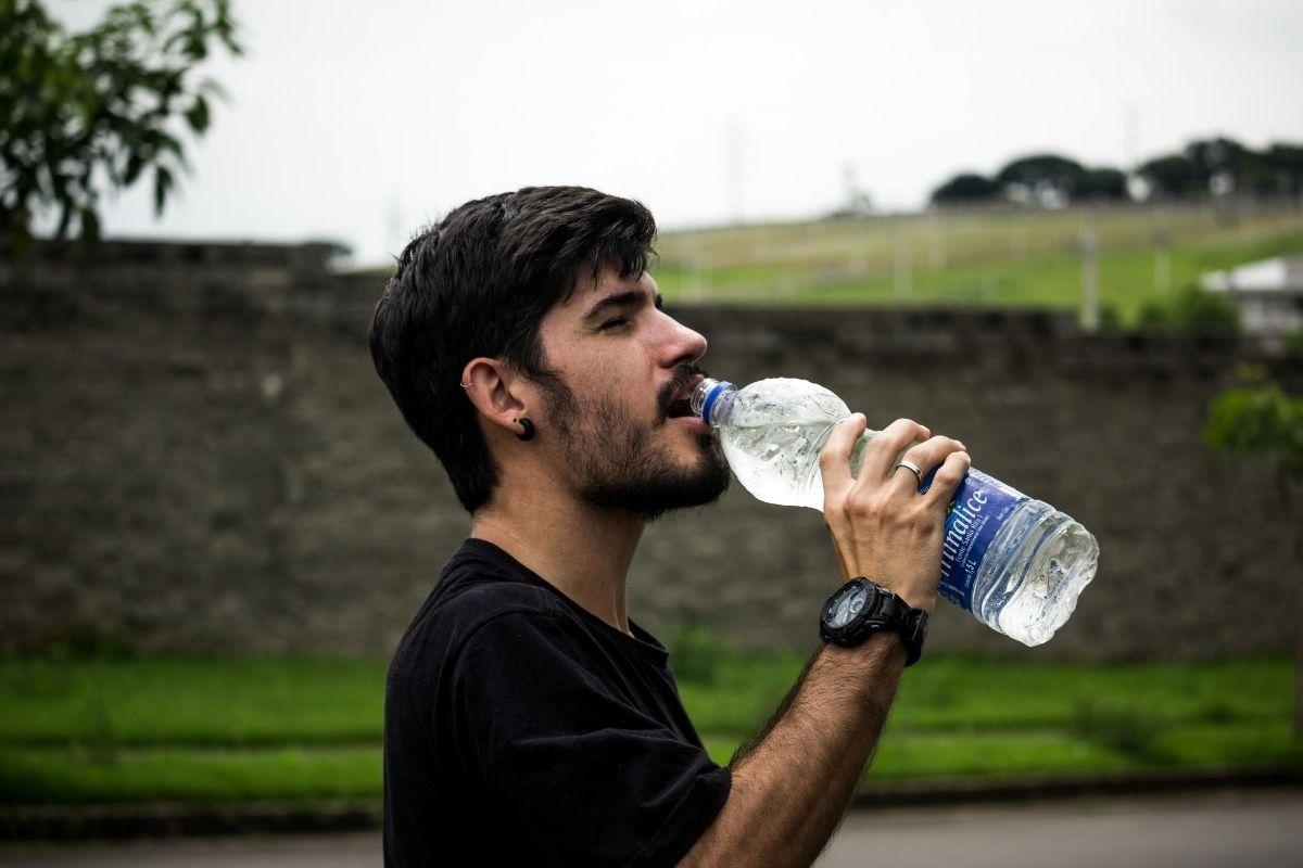 ジムでの飲み物は水でOK。効果を高めるならサプリメント
